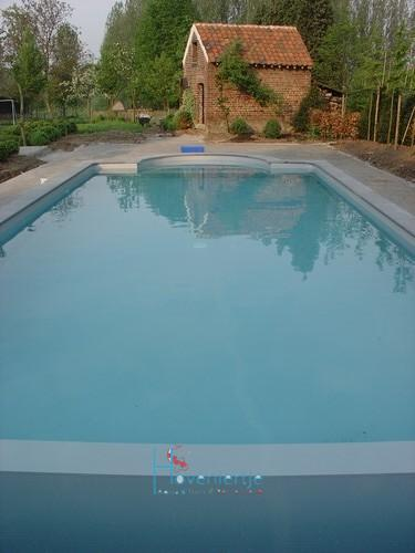 Blokit zwembad grijze liner romeinse trap en solarluik for Zwembad houtlook